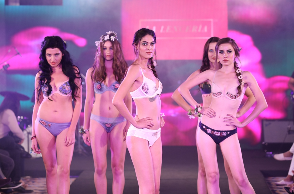 Models at Karishma Jumani Show IIFW