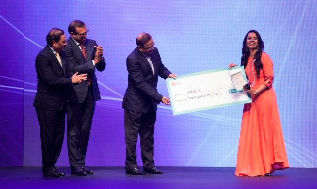 Parul Suthar from Ahmedabad receives the first runner up award at the Liva Protege 2016 by Birla Cellulose