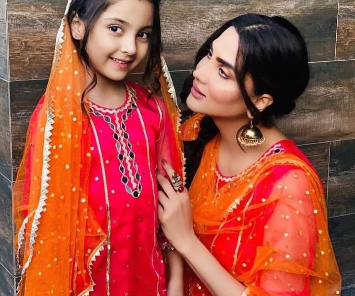 Showbiz Celebrities Lavish Pictures with their Adorable Daughters