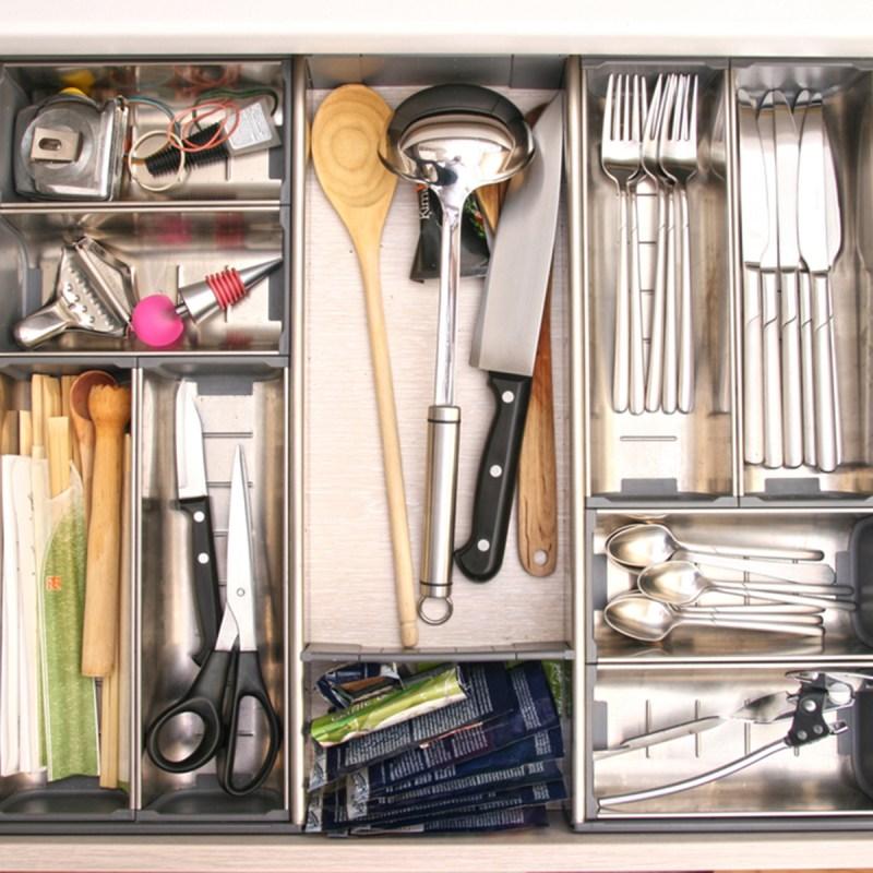 shutterstock 65628751 organized drawer - 13 maneiras inteligentes de limpar e organizar seus armários