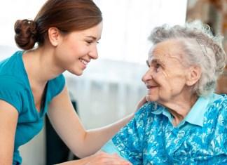 elderly people cuidadora de ancianos sueldo