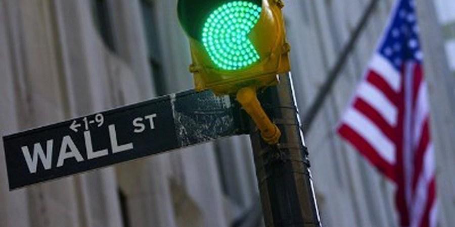 Wall Street estrena el segundo semestre en verde