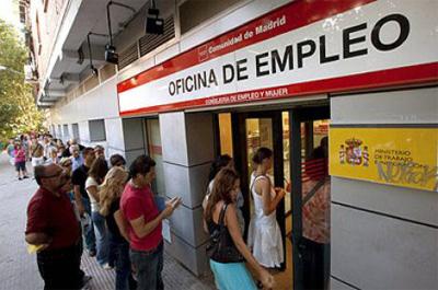 El desempleo registrado se reduce en 117.985 personas