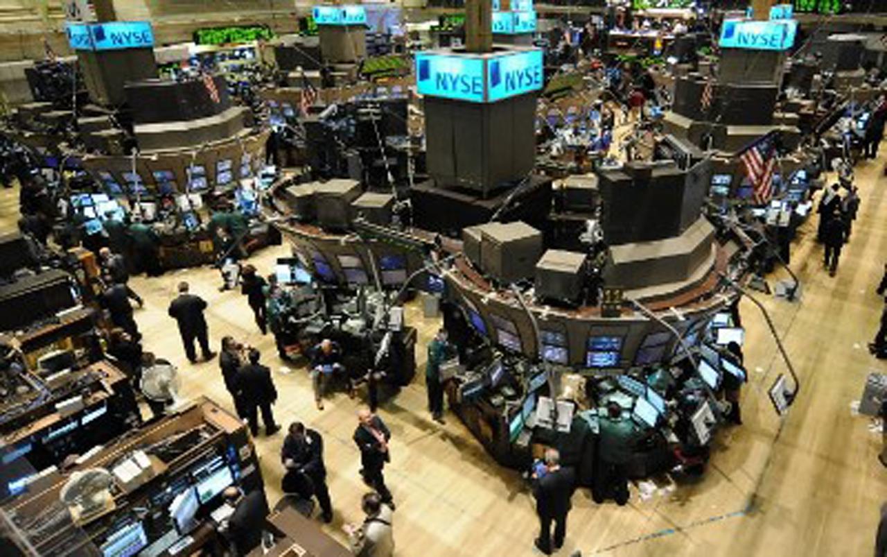 Wall Street cierra con datos variados