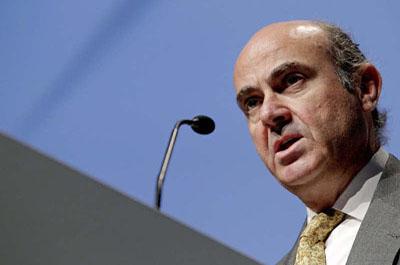 Guindos insta a no imponer más obligaciones a familias y empresas