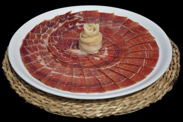 Reserva hotel en Canfranc y disfruta de la mejor gastronomía del lugar