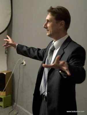 Риторика помогает выступать оратору.