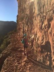 这一段的步道就在悬崖边