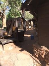 农庄有四个上下铺的宿舍。需要提前一年预定