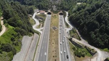 Bolu Dağı Tüneli'nden bayram tatili boyunca 865 bin araç geçti