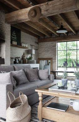 Mon salon idéal : les poutres apparentes, le canapé gris et moelleux, la table basse en verre et bois, le tapis de mes rêves... (https://www.decocrush.fr)