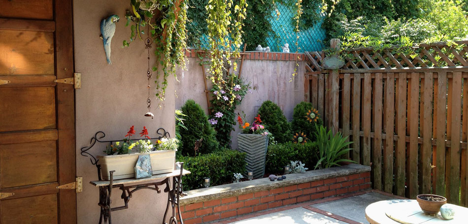 Big Ideas for Decorating Small Outdoor Spaces « Bombay ... on Small Backyard Decor id=40020