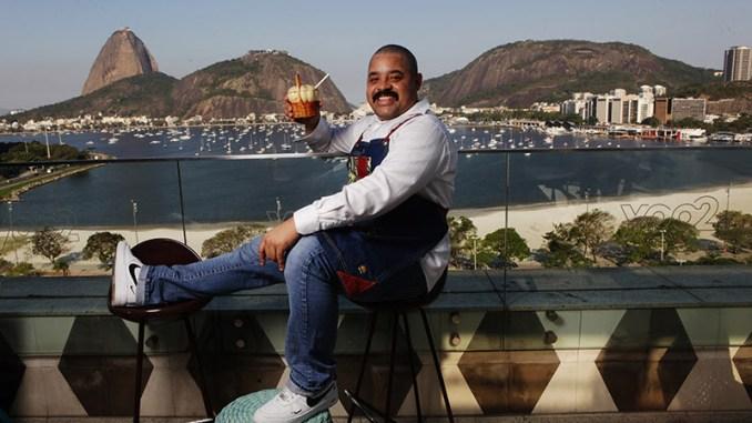 Roger Bastos, do The Rooftop, ensina a fazer drink para o Dia da Cachaça; aprenda a receita