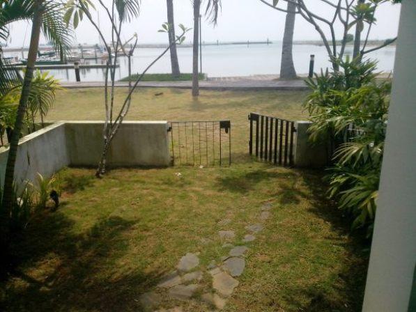 Pemandangan di luar kamar Nongsa Point Marina Hotel Batam