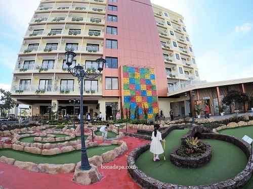 Lapangan golf mini hotel senyum world Batu Malang