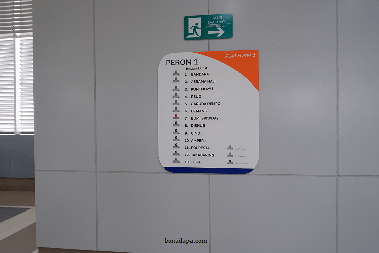 Papan petunjuk LRT Palembang