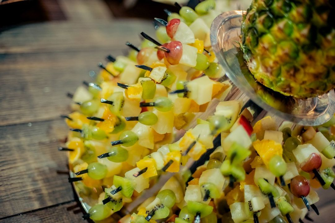Горка фруктовых шпажек