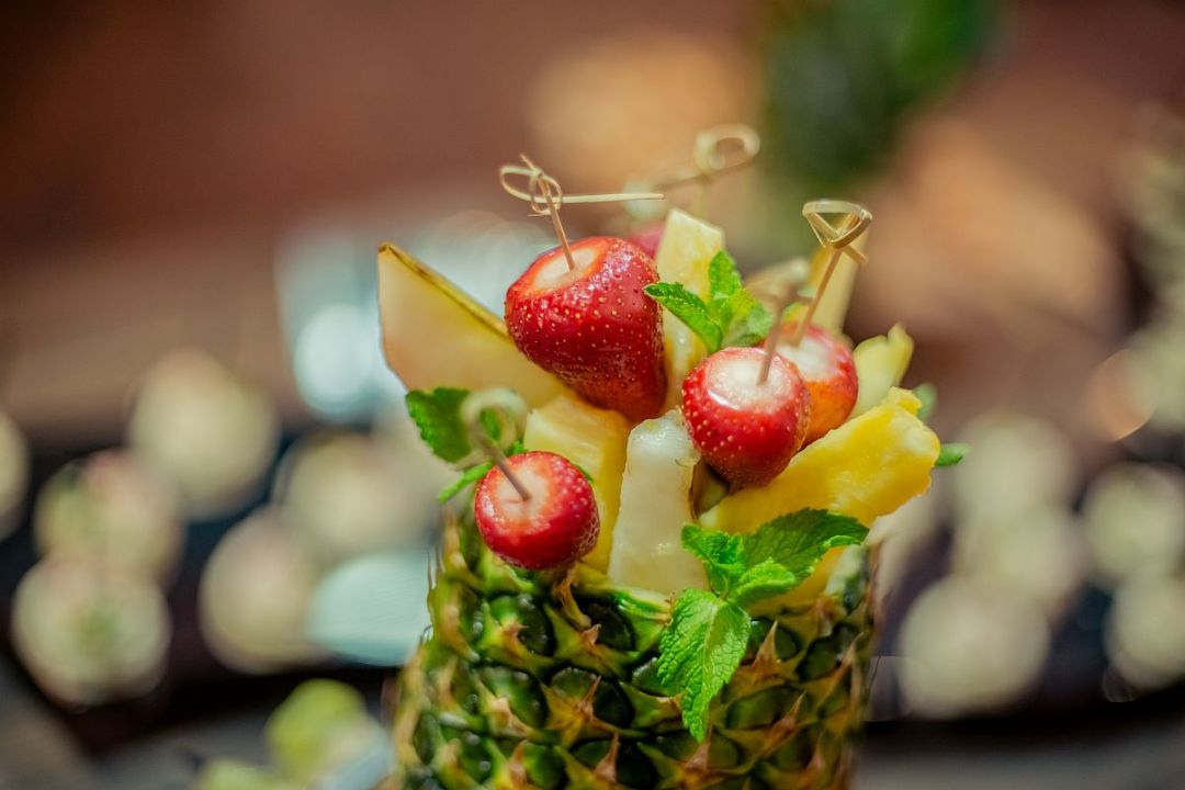 Pineapple-style assorted fruits