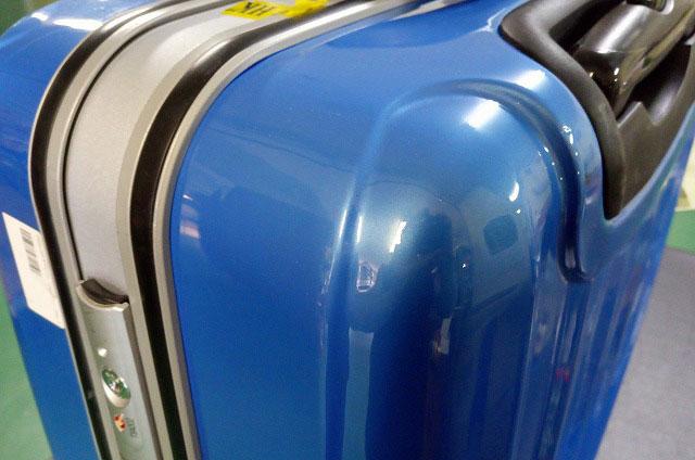 (SUNCO)サンコー鞄 / スーツケースの角ヘコミと傷の修理事例