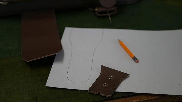 (旅行トランク)キャリーバッグの切れたベルト部分を作製