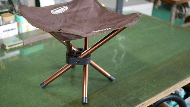 (Coleman)コールマン / アウトドア折り畳みスツールの座面角の破れ