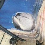 イギリス国旗柄のスーツケース / キャスターが外れて本体に穴が開いている