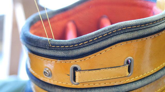 (EVISU)エヴィスゴルフ / ゴルフバッグの口枠を部分的に当て布をして手縫いで縫製する