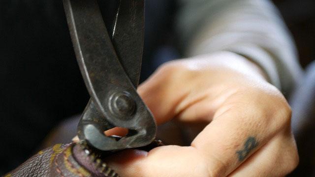 (Louis Vuitton)ルイ・ヴィトン / ボストンバッグの古いスライダーを取り外す