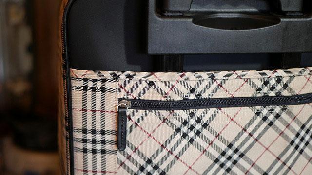 (Burberry)バーバリー/キャリーバッグの背面ファスナーに代替の引手を取付