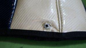 (MIZUNO)ミズノ/キャディバッグフードカバーのホック部分の生地穴拡がり