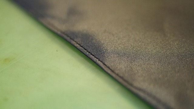 (JONES×BEAMS)ジョーンズ×ビームス/ゴルフバッグのセパレーターに繋ぐ仕切り布を縫製