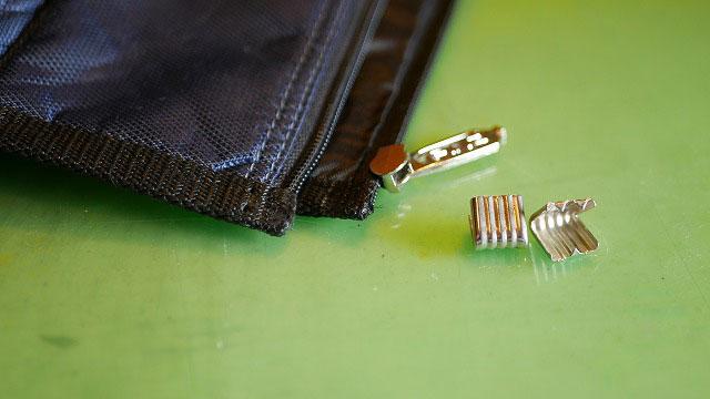 (PING)ピン/キャディバッグフードのスライダー留め金具を取り外す