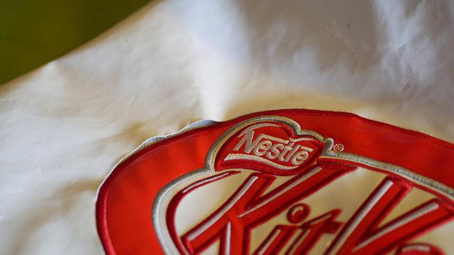 (KitKat)キットカット/キャディバッグのフードカバーロゴ刺繍回りの生地破れ補修