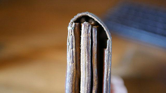 革財布の縫製を補強再縫製