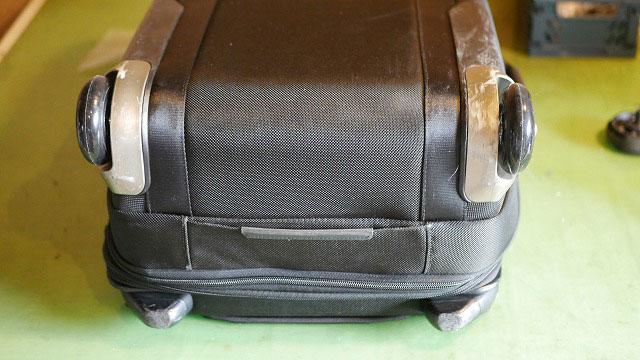 (TUMI)トゥミ/キャリーバッグのゴムが割れた車輪を代替えタイヤに交換