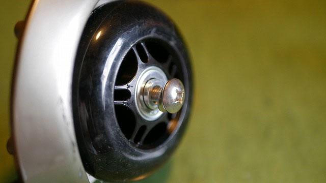 (TUMI)トゥミ/キャリーバッグの車輪軸をボルトで代用