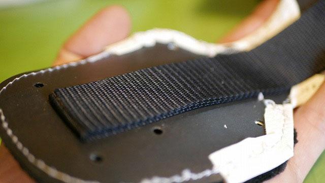 (MIURA)三浦技研/キャディバッグのショルダーを掛けるDカンを支える芯材の補強