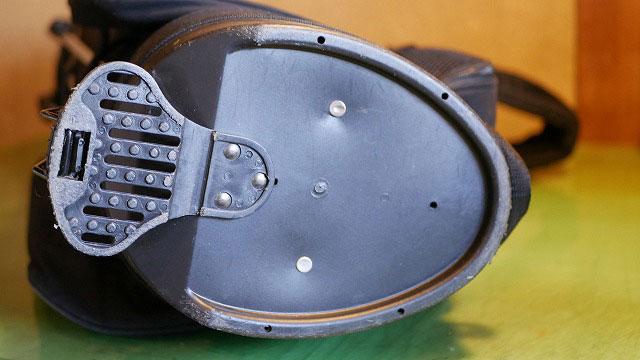 (BLUE TEE GOLF)ブルーティーゴルフ/キャディバッグの仕切りを縫製している底板のカシメ