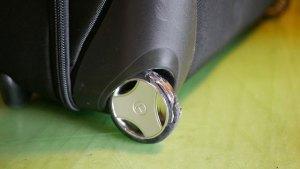 (TUMI)トゥミ/ガーメントバッグの車輪外周のゴムタイヤ割れ
