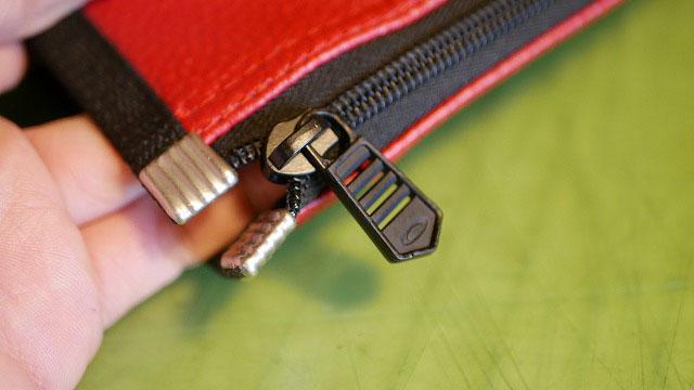 (OAKLEY)オークリー/フードカバーのファスナーずれを修正
