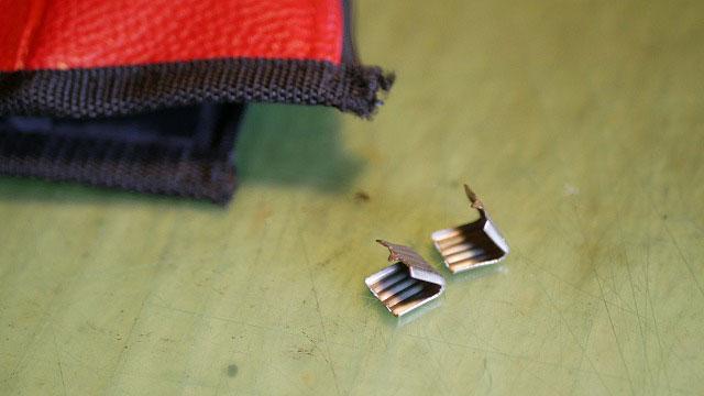 (OAKLEY)オークリー/フードカバーのファスナースライダー止め金具を外す