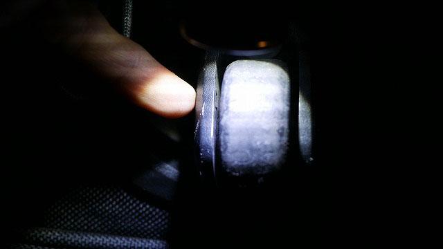 (TUMI)トゥミ/キャスター付きブリーフケースの車軸カバーのツメ