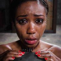 黒人女の緊縛と拘束、奴隷ヌードの調教画像