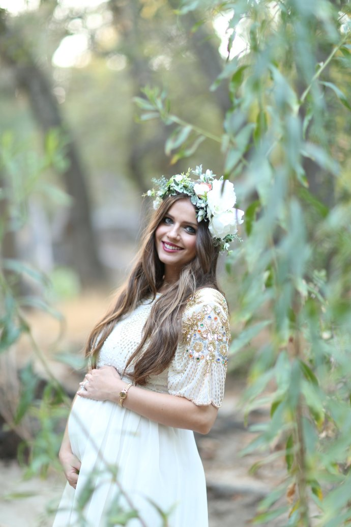Dreamy Hillside Maternity Shoot   BondGirlGlam.com