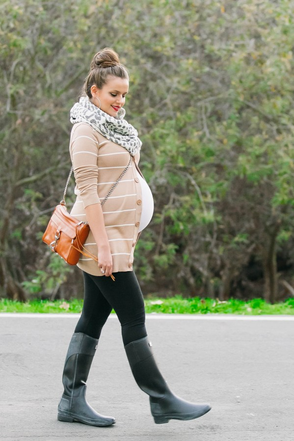 #BumpStyle // Striped Cardigan & Hunter Boots | BondGirlGlam.com