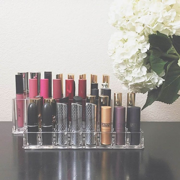 HOW TO // Organize Lipsticks & Lip Glosses the Chic Way | BondGirlGlam.com