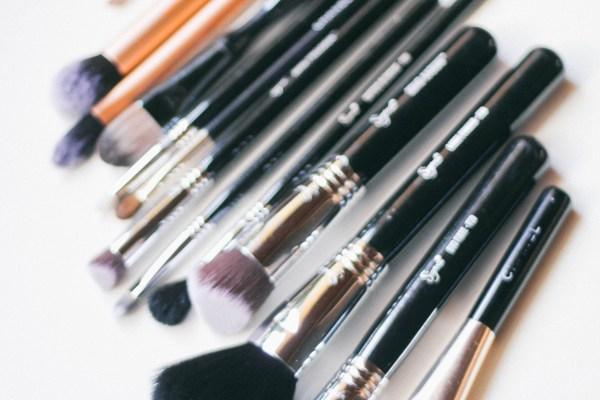 5 Reasons You Need New Makeup Brushes | BondGirlGlam.com