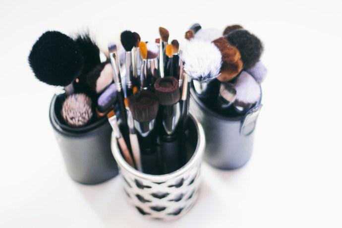 5 Signs You Need New Makeup Brushes | BondGirlGlam.com