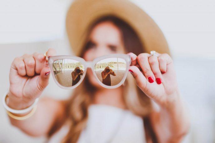summer outfit, straw boater hat, white pleated dress, beige lace-up block heel sandals, le specs reflective sunglasses, louis vuitton damier ebene cabas rivington tote