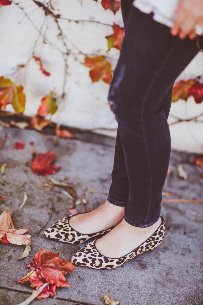 #BumpStyle // Peasant Top, Blanket Scarf & Leopard Flats | BondGirlGlam.com